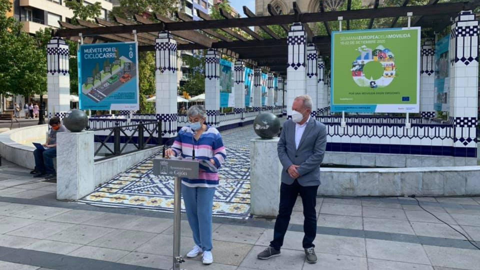 La alcaldesa de Gijón, Ana González, y el concejal de Movilidad, Aurelio Martín, en los campinos de Begoña