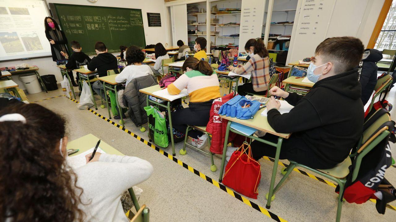 Aula del colegio de A Lomba, en Vilagarcía, con las medidas preventivas del protocolo covid