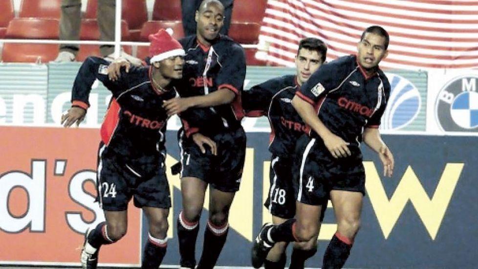Catanha celebra un gol frente al Sevilla en el año 2001