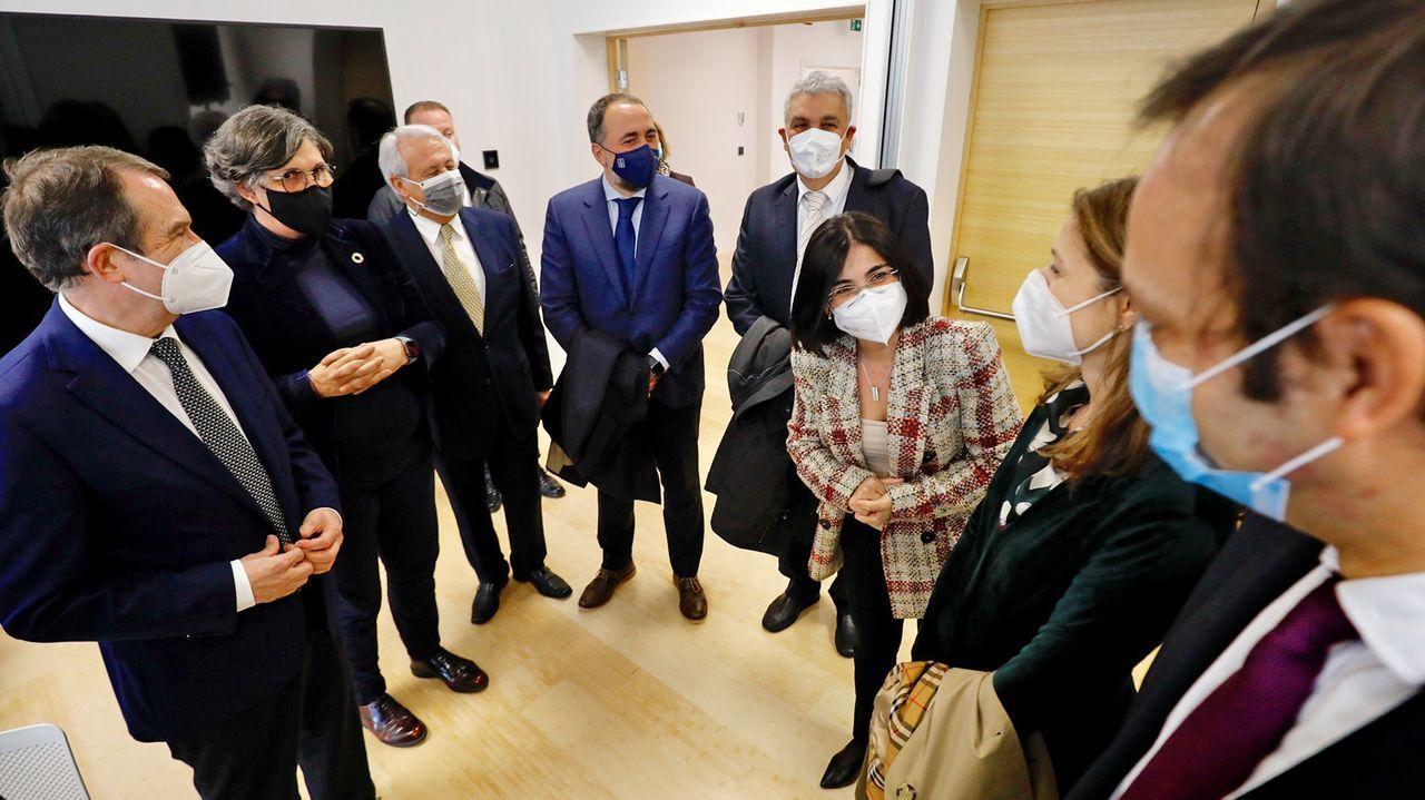 La ministra de Sanidad visita la planta de Biofabri en O Porriño