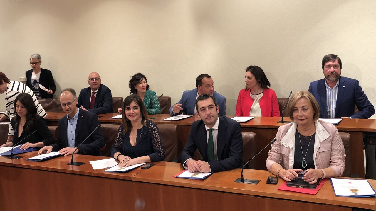 El grupo municipal del PSOE de Avilés con la alcaldesa, Mariví Monteserín