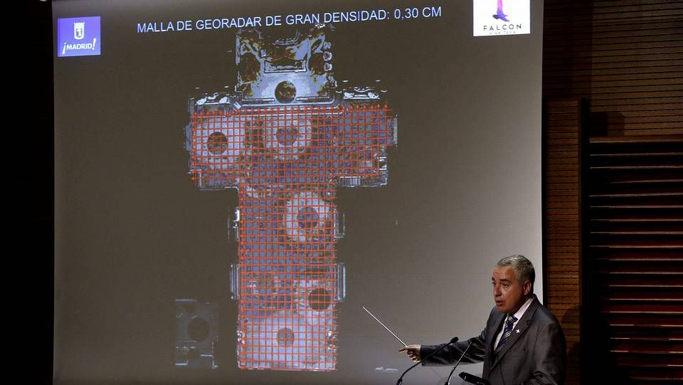 Platero y yo.El investigador Luis Aval hoy en la presentación del informe sobre los resultados del georradar