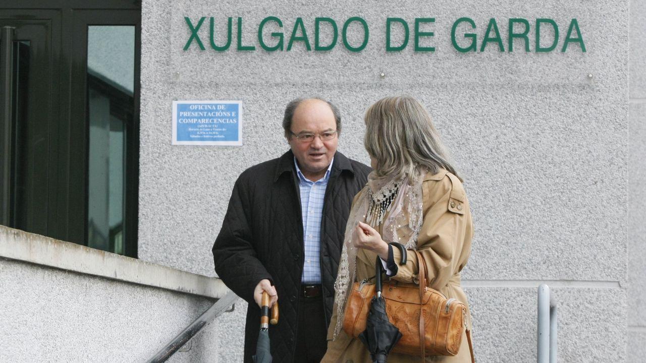 La alcaldesa de Avilés, Mariví Monteserín.Liñares, con su procuradora, tras acudir al juzgado en el 2013 tras su imputación en la operación Pokemon