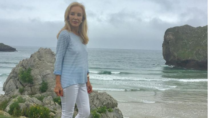 Los famosos eligen Asturias para sus vacaciones.Lomana, en el polémico cartel del «VuELve» Pablo Iglesias
