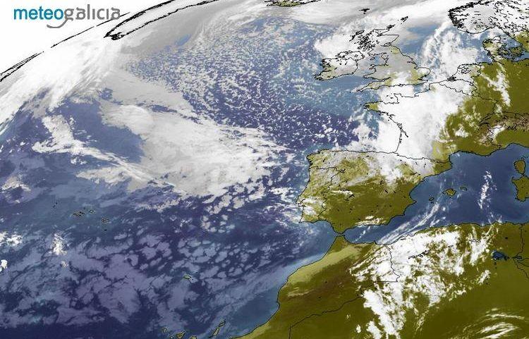 Posición actual de la borrasca Miguel vista por el satélite. De momento mantiene una estructura desorganizada.