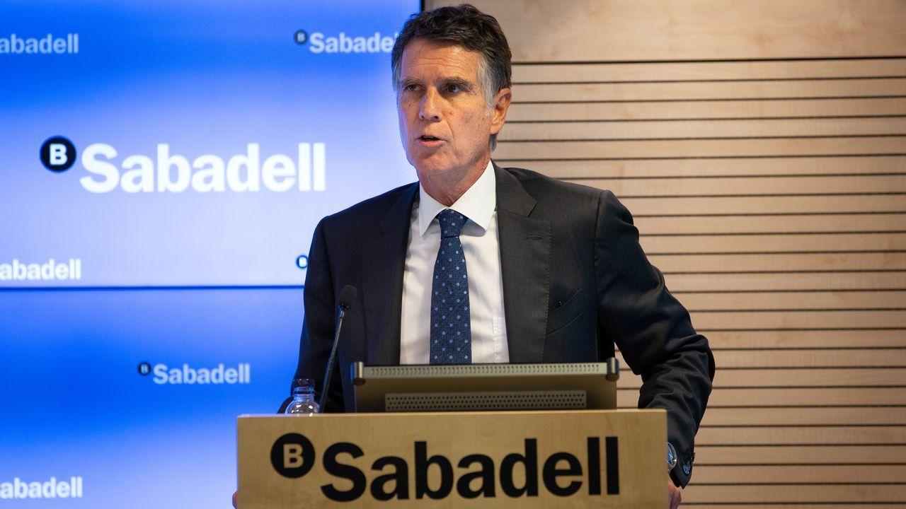 Galicia y Asturias abordan sus desafíos en el foro Encuentros en el Eo.Oficina principal de Abanca en Viveiro, que, según indica en su página web, cuenta con 16 sucursales en A Mariña