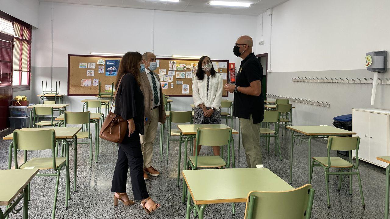 Cacerolada en el Ría do Burgo para protestar por el cierre del servicio de comedor.Fachada del colegio Maristas en Ourense