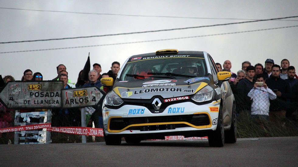 Multitud de público se agolpó el viernes en el tramo de Llanera del Rally Princesa de Asturias.Multitud de público se agolpó el viernes en el tramo de Llanera del Rally Princesa de Asturias