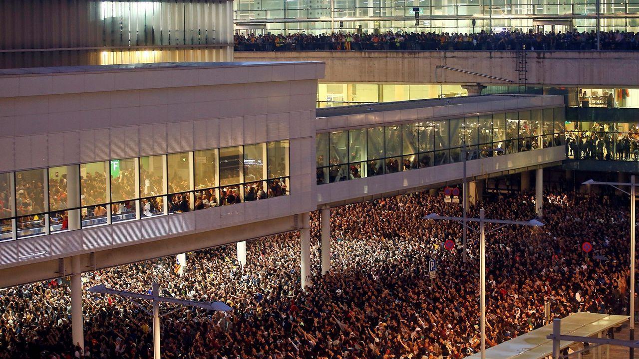 Cargas policiales de los Mossos d'Esquadra en el aeropuerto de El Prat