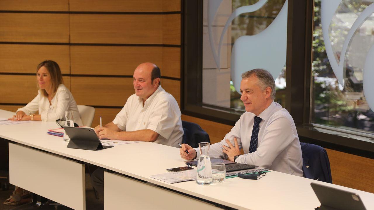 El presidente del EBB del PNV, Andoni Ortuzar, junto al Lehendakari, Iñigo Urkullu, en la primera reunión del EBB tras las elecciones al Parlamento Vasco