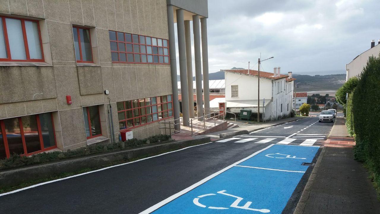 Foto de archivo del aparcamiento en la zona del centro de salud de Valdoviño