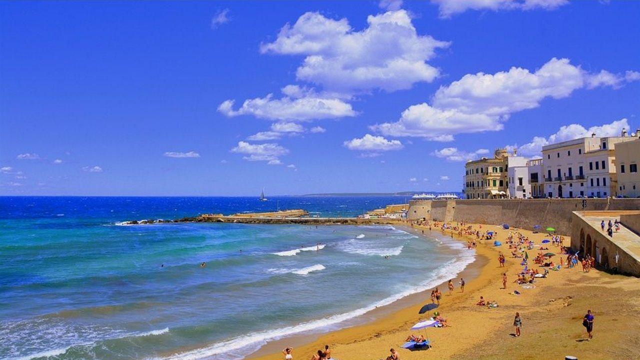 De Siria a Ourense tras el rastro de Teodora Asenjo.Las playas de Alejandría es uno de los destinos turísticos de Egipto