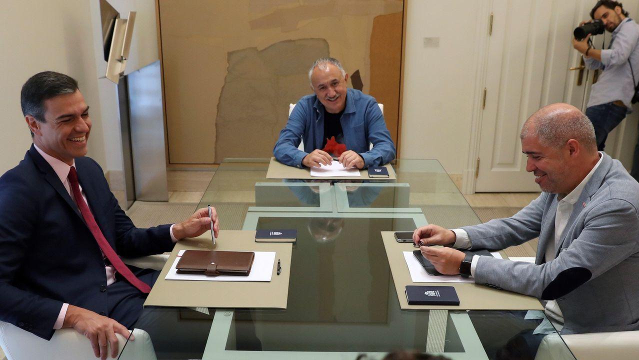 Pedro Sánchez se reunió este jueves con los secretarios generales de UGT, Pepe Álvarez (centro), y CC.OO., Unai Sordo