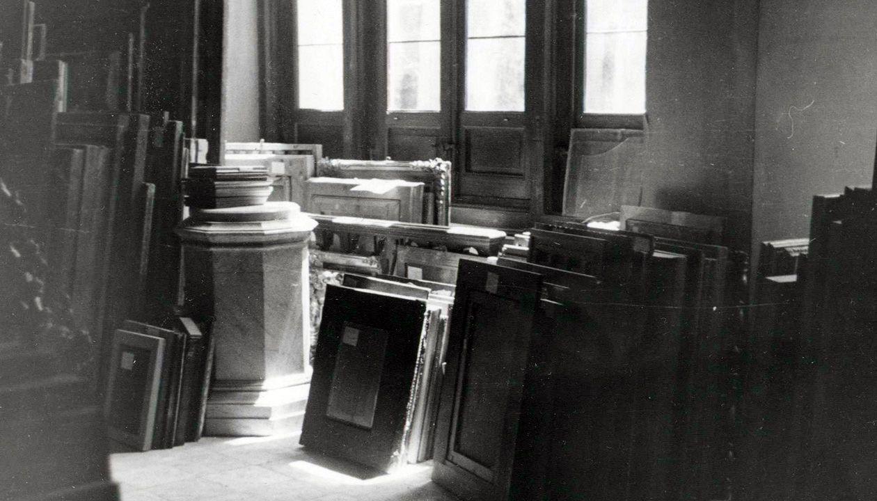 Obras de arte en depósito en el Museo del Prado. Después de la guerra, Franco acumuló casi todo lo incautado en Madrid y luego lo devolvió o repartió entre quienes no eran considerados «enemigos del régimen»