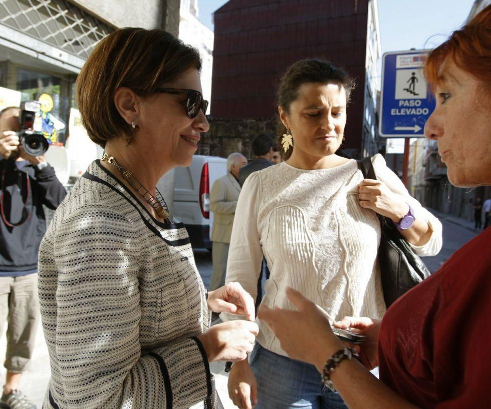 Pachi Vázquez: «Besteiro non está para gobernar Galicia».<span lang= es-es >Los precedentes</span>. En el 2004, Emilio Pérez Touriño dirigía el PSdeG e impuso a la dirección provincial, con Pachi Vázquez al frente, que el candidato al Senado fuese Cándido Rodríguez (en la foto superior, este y Vázquez, junto a Alberto Fidalgo, en aquellas fechas). En el 2008, ocurrió algo similar, aunque menos polémico, con Elena Espinosa para el Congreso. La ministra no pudo repetir en el 2011 y perdió ante Laura Seara (ambas en la foto inferior).