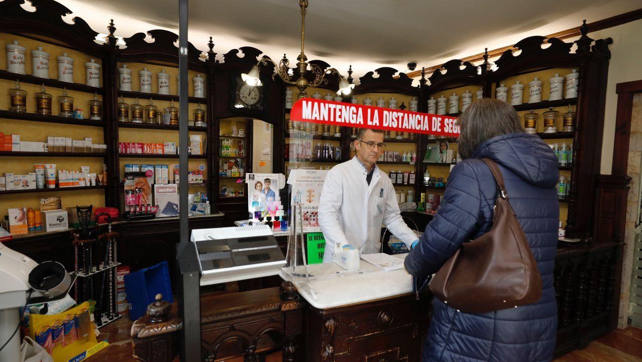 Farmacia en Viveiro con mampara de protección