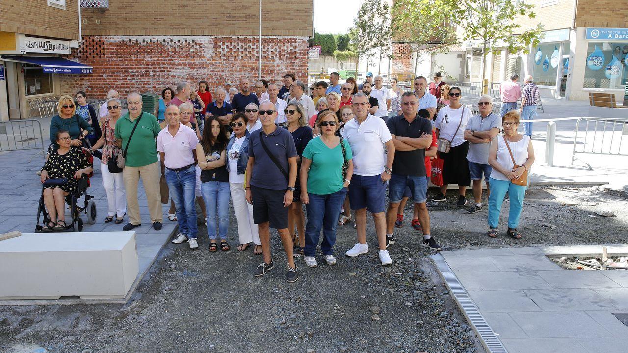 Jabalíes en Oleiros.Los agentes y fuerzas de emergencias, en el embalse de Cecebre