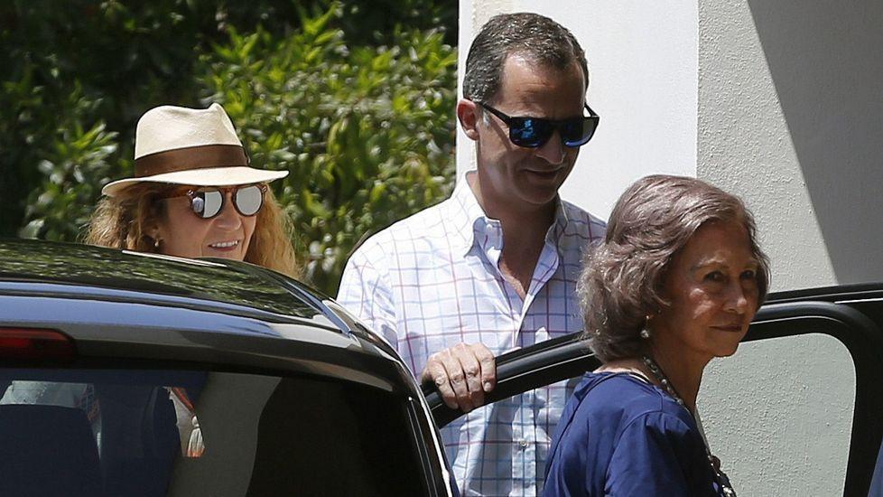 La infanta Elena y sus hijos se van a los toros en Palma de Mallorca