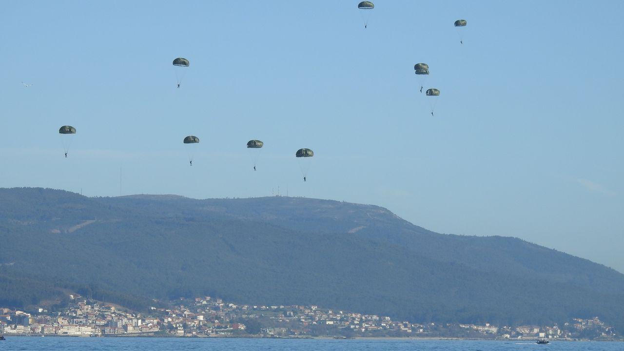 Así se adiestran en Pontevedra las fuerzas especiales de la Armada.Los aspirantes a oficiales de la Armada se forman en navegación y maniobra en el barco escuela
