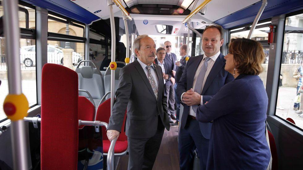 Fábrica de Armas Fábrica de La Vega.El alcalde de Oviedo, Wenceslao López (i), y la concejala de Infraestructuras y Servicios Básicos, Ana Rivas (d), presentaron hoy el nuevo autobús híbrido del servicio de transporte urbano.