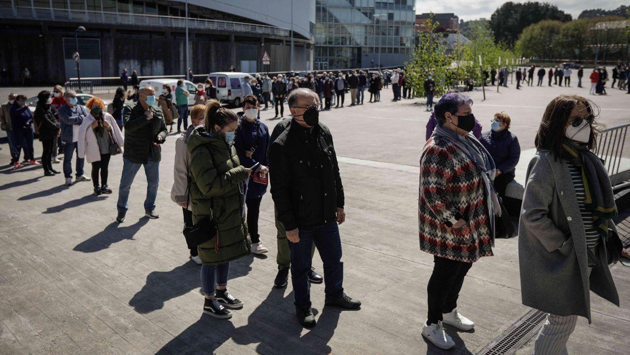 EN DIRECTO: La ministra de Sanidad anuncia la decisión de España sobre la vacuna de AstraZeneca.Vacunación masiva contra el covid-19 en Expocoruña
