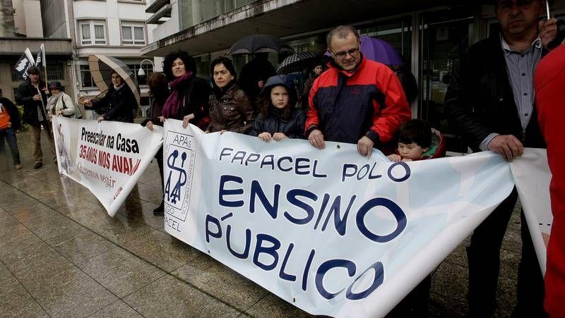 España celebró el aniversario del 15M.Los estudiantes salieron a la calle en A Coruña.