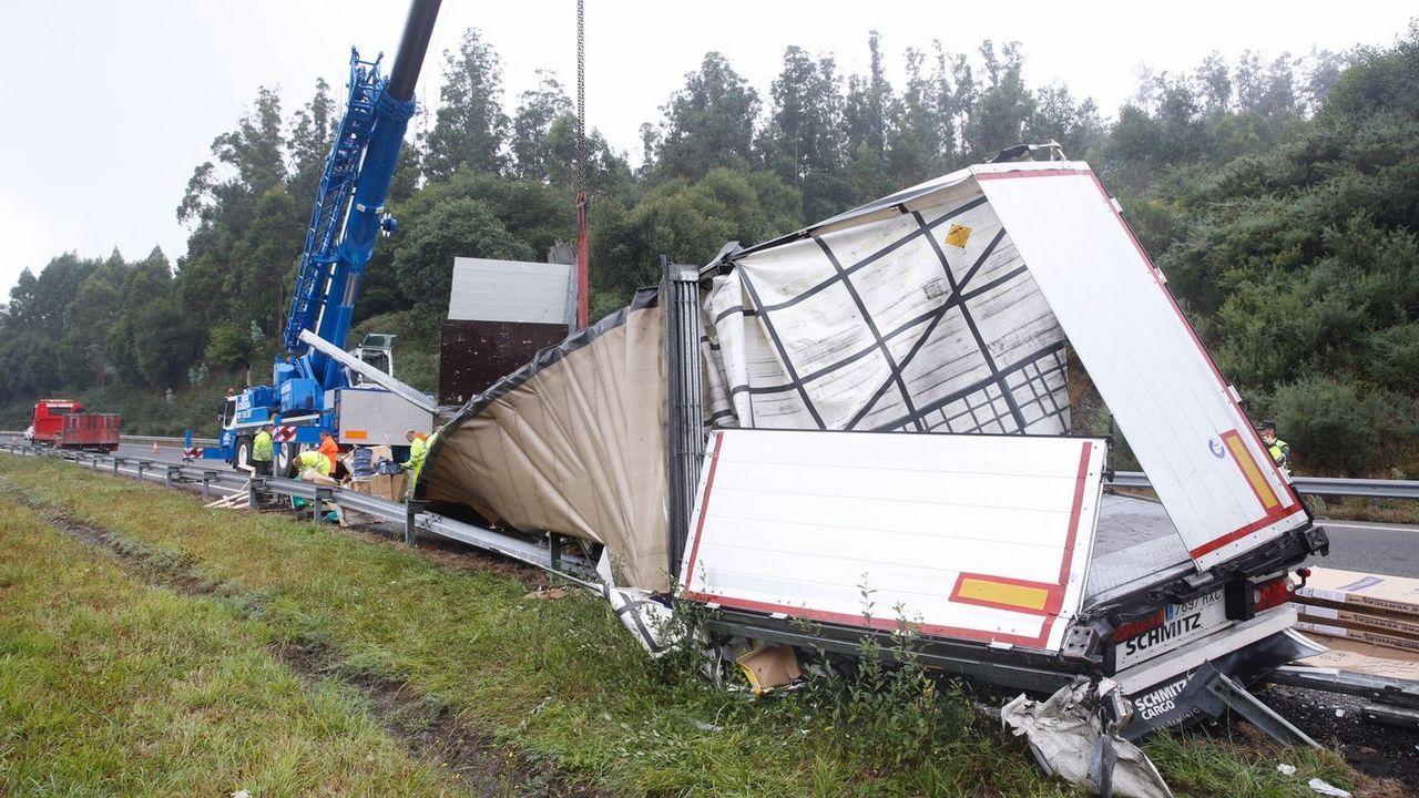 Aparatoso accidente entre dos camiones en la AP-9, en el término municipal de Abegondo