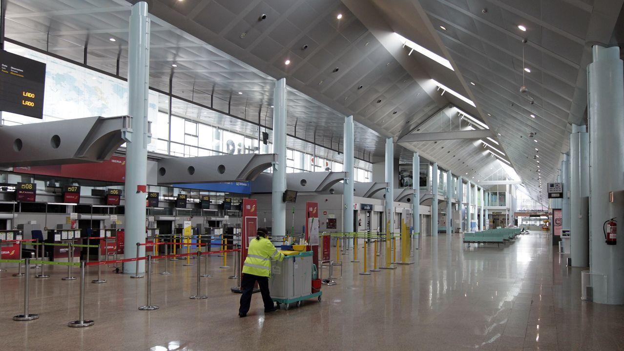 Aspecto que presentaba este martes el aeropuerto de Santiago