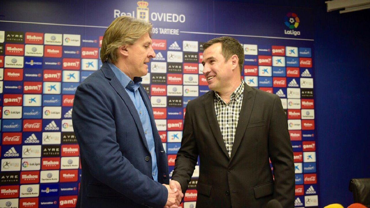 Sergio Egea y Joaquín del Olmo en la presentación del técnico argentino