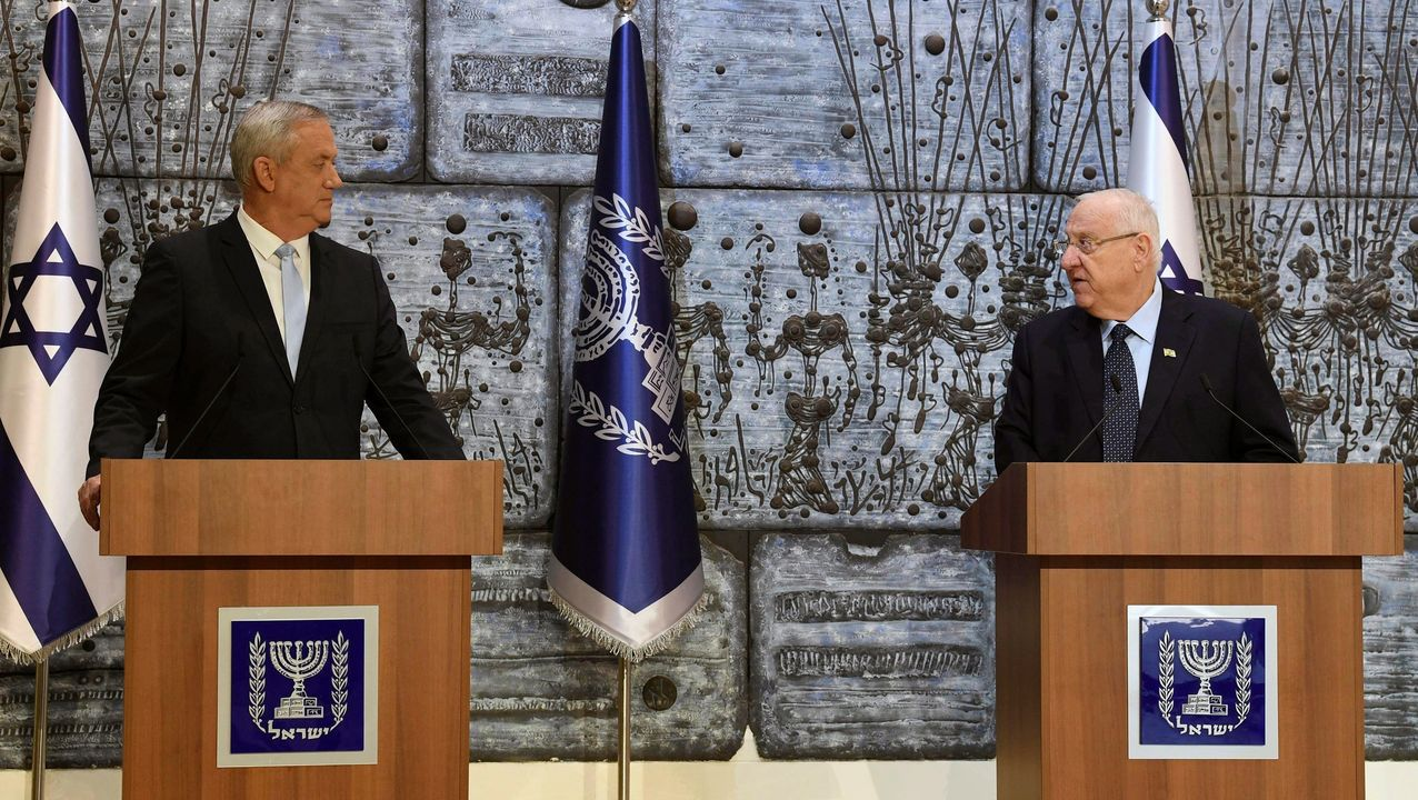 Gantz y el presidente israelí, Reuvén Rivlin, de quien recibió el encargo de formar el próximo Gobierno