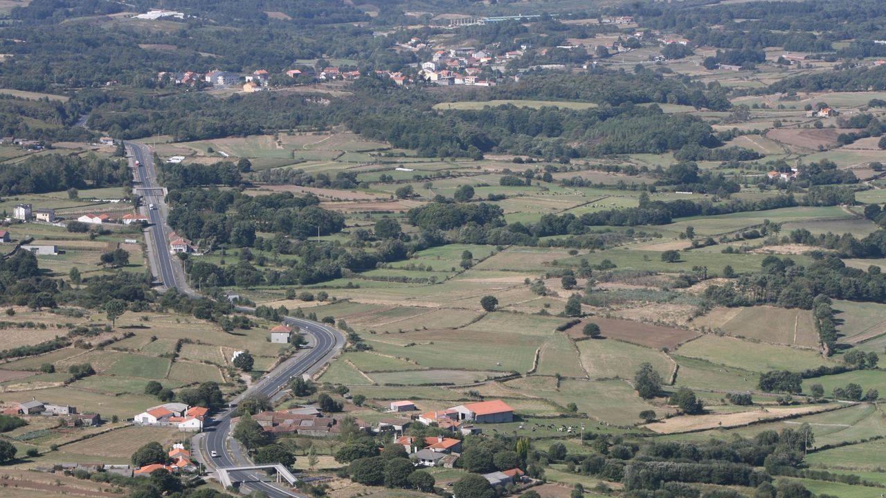 Pontevedra clama contra la violencia machista.La mujer sigue ingresada en la uci del Hospital Álvaro Cunqueiro de Vigo