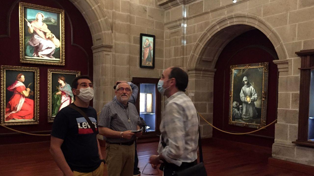 Los responsables de la fundación del colegio presentaron la nueva iluminación de la pinacoteca