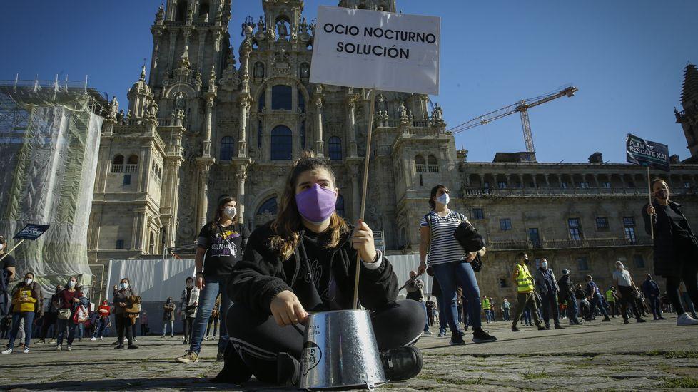Así fue la manifestación de la hostelería gallega enCompostela.La cafetería que abrió Marisol García hace un año y medio en Marín no da ni para pagar gastos corrientes
