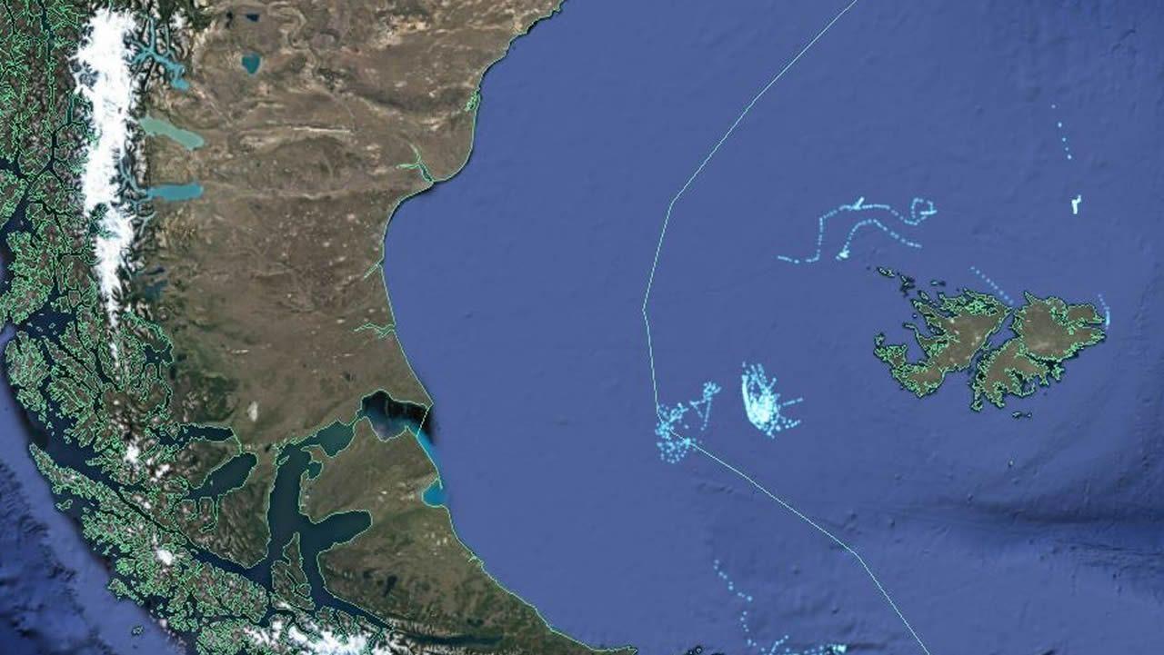 Mapas de la actividad pesquera muestran la elevada concentración de barcos en la zona.