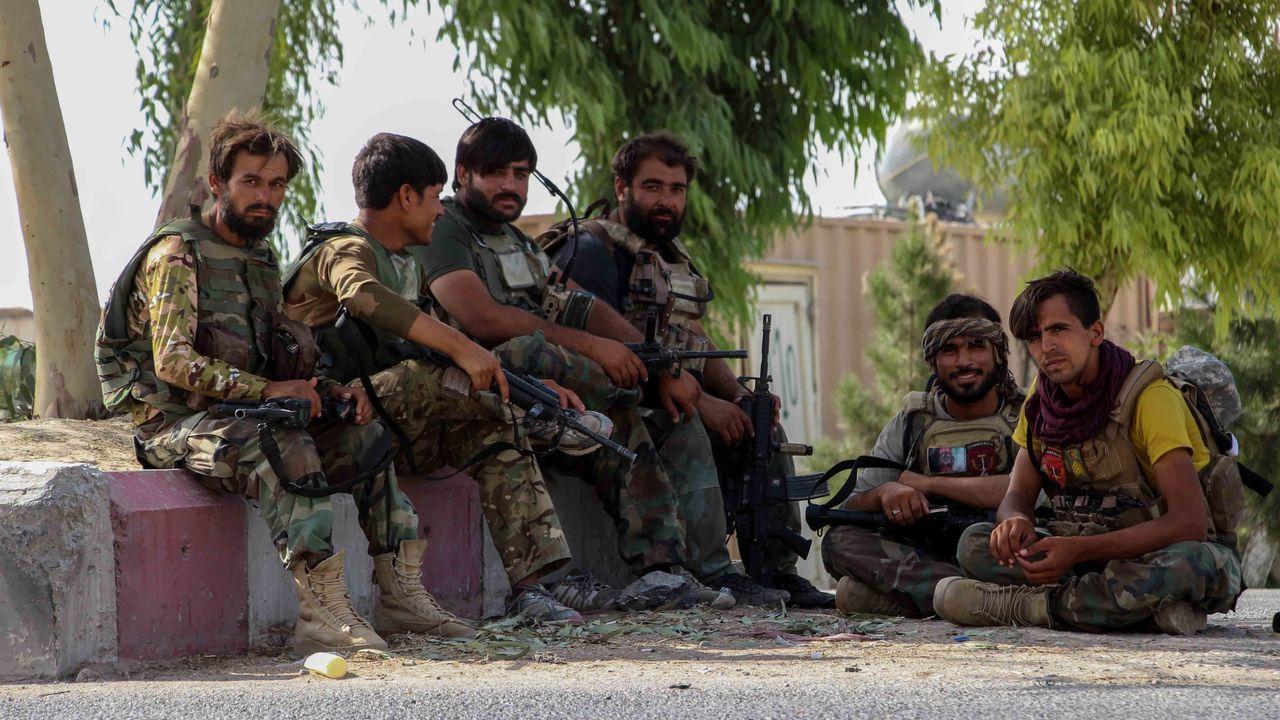 Las fuerzas afganas controlando la frontera con Pakistán ante el rápido avance talibán