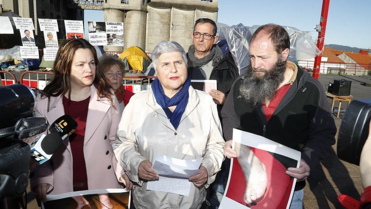 «Teño un paciente citado cada dous ou tres minutos».La concejala del PP de Vigo, Elena González, en el centro