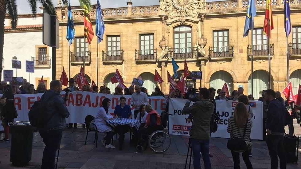 Escape en las baterias de coque de Avilés de Arcelor.Manifestación de CCOO en Oviedo