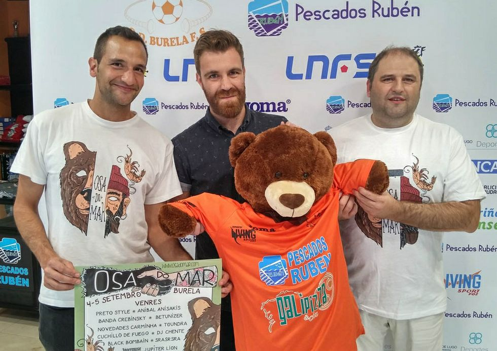 Manuel Blanco (derecha) junto a dos miembros de Fanto Fantini.