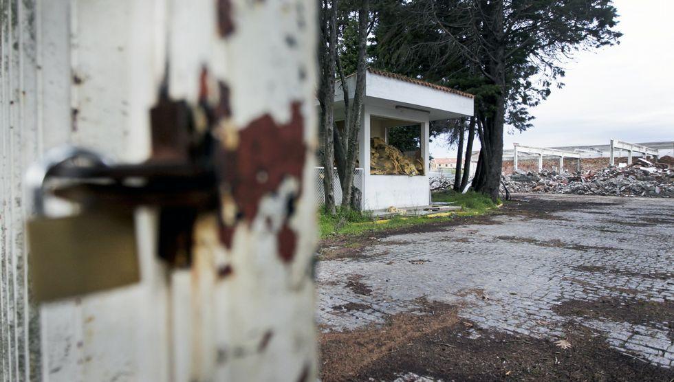 Tras la demolición de las naves de Megasa, el centro comercial espera la licencia de la Xunta.