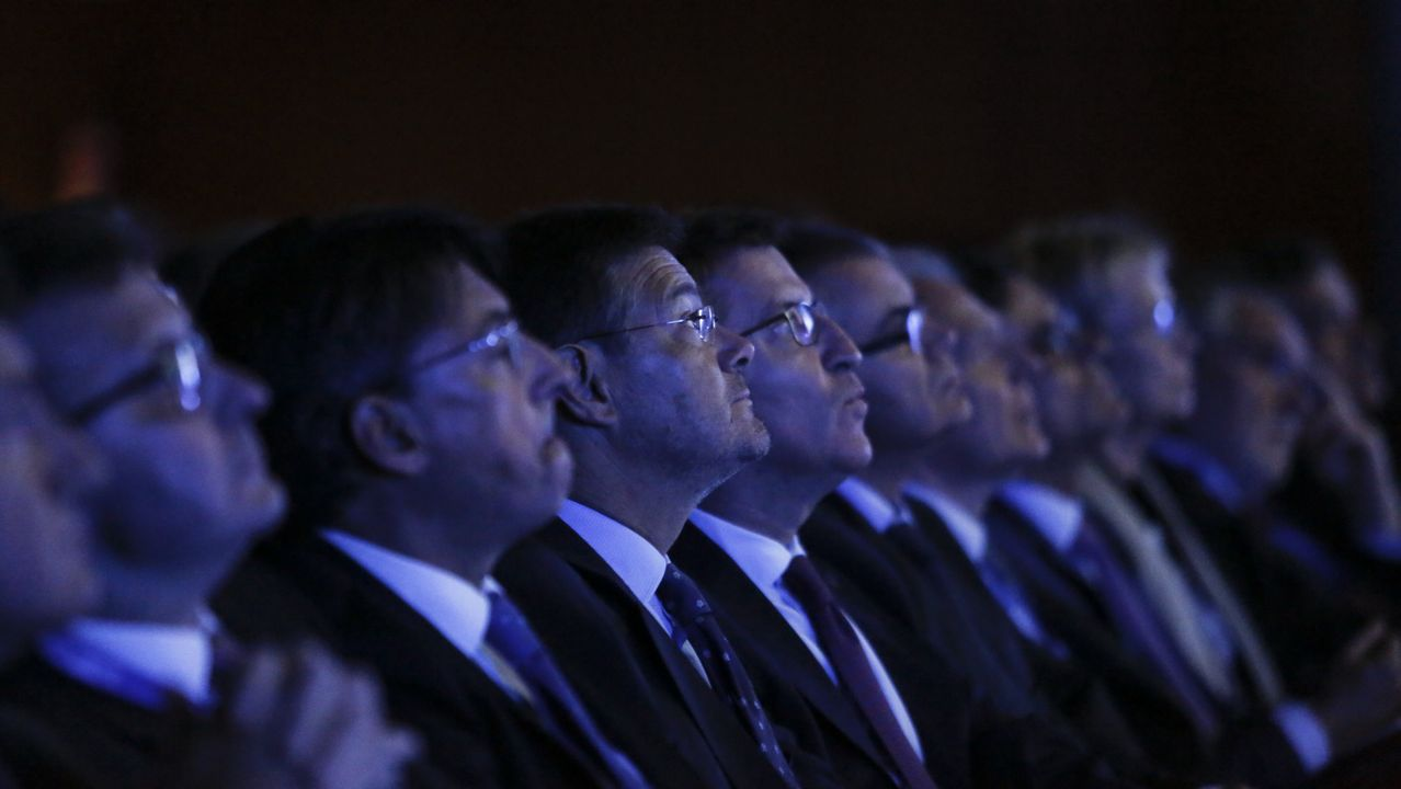 El Consejo de Ministros da luz verde al decreto ley que facilita la salida de empresas de Cataluña.El presidente de Freixenet, José Luis Bonet (derecha), en la manifestación de Barcelona.