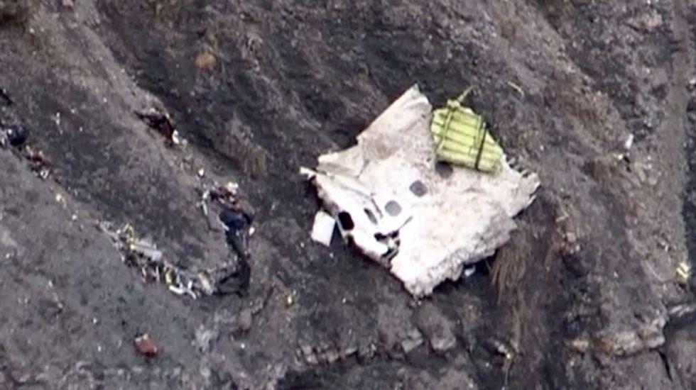 Aspecto de la zona donde se precipitó el Airbus A320, con los restos del avión desperdigados en un área muy amplia y de difícil acceso