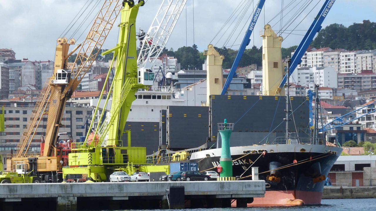 Imagen de archivo de un mercante en el puerto de Vigo