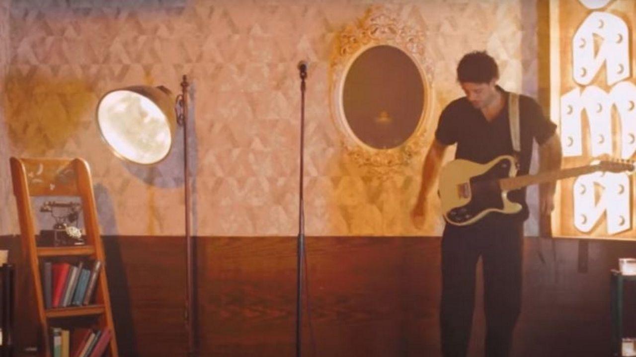 Santos Vives lanza su primer videoclip.Inauguración de la muestra  Miradas desde o confinamento