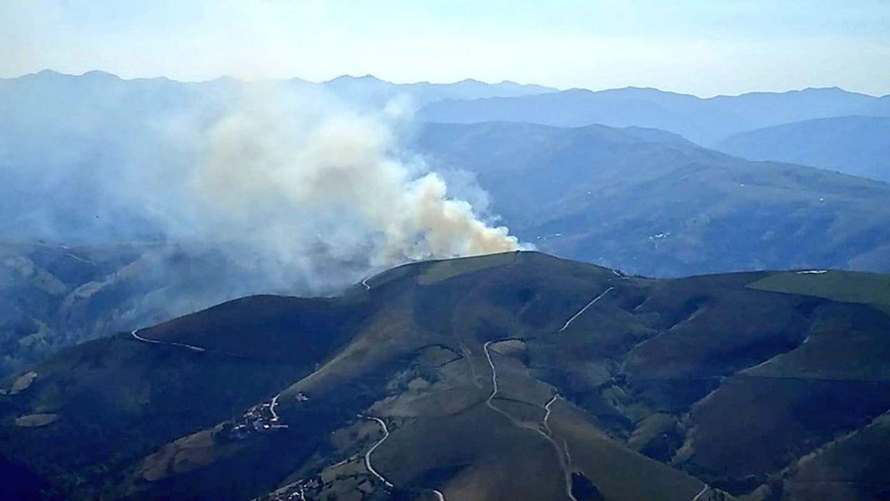 Un Prestoso a reventar.Incendio en Linares del Acebo, Cangas del Narcea