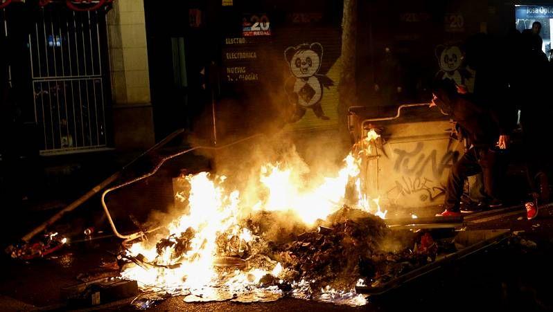 Siguen los disturbios por el desalojo de Can Vies.El centro social okupa de Can Vies