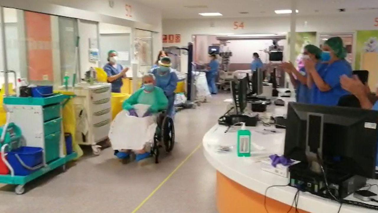 Un paciente de 80 años recibe el alta de la UCI del HUCA
