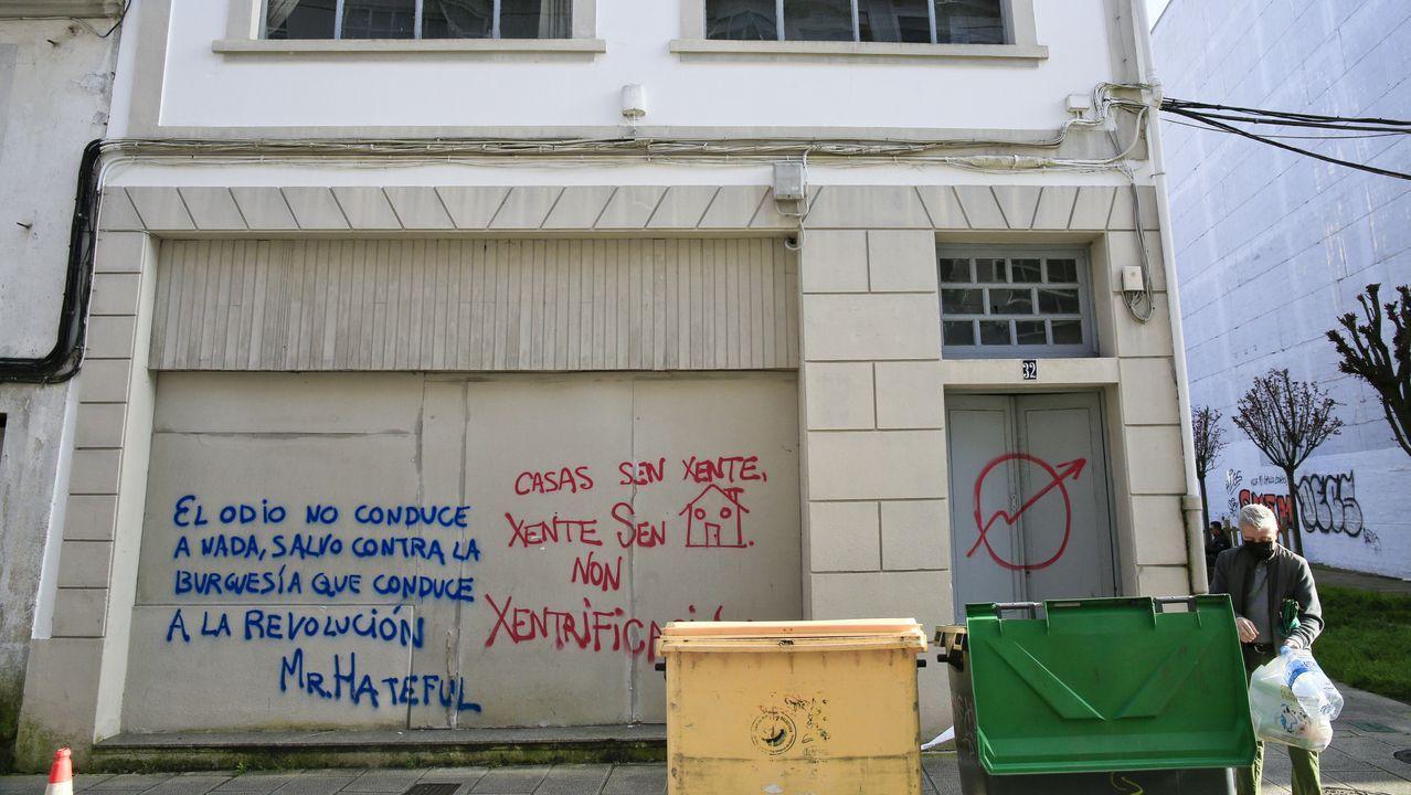 Identifican a los okupas de un edificio de A Falperra.Los dueños con casas en el barrio Feijoo de Lugo han tapiado y asegurado las entradas de las viviendas sin ocupar