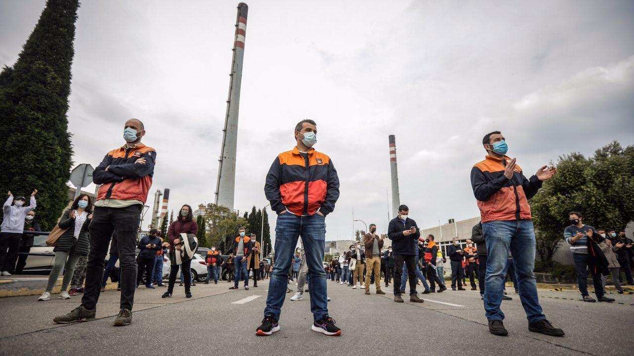 La odisea de cargar un coche eléctrico.Los trabajadores de la refinería de Repsol en A Coruña protestan contra el ERTE