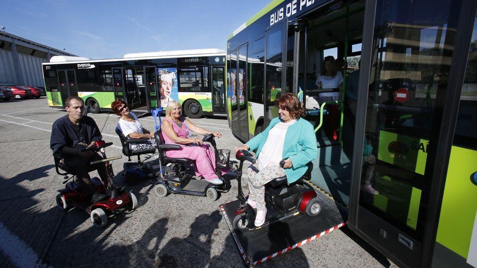 Prácticas para poder entrar con la silla motorizada en los autobuses de Vigo