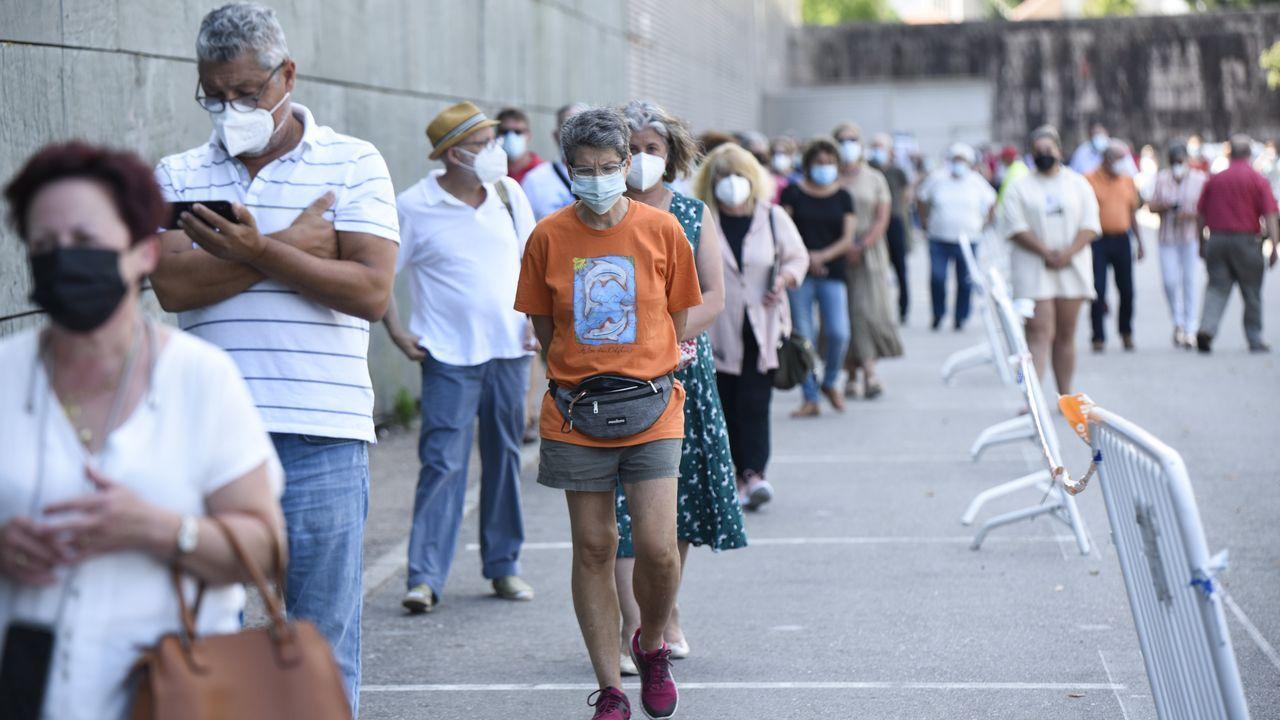 Casi nueve mil personas llamadas a vacunarse contra el covid en Pontevedra y Vilagarcía.El punto covid del Hospital Provincial de Pontevedra, municipio que este martes alcanzó los 597 casos activos